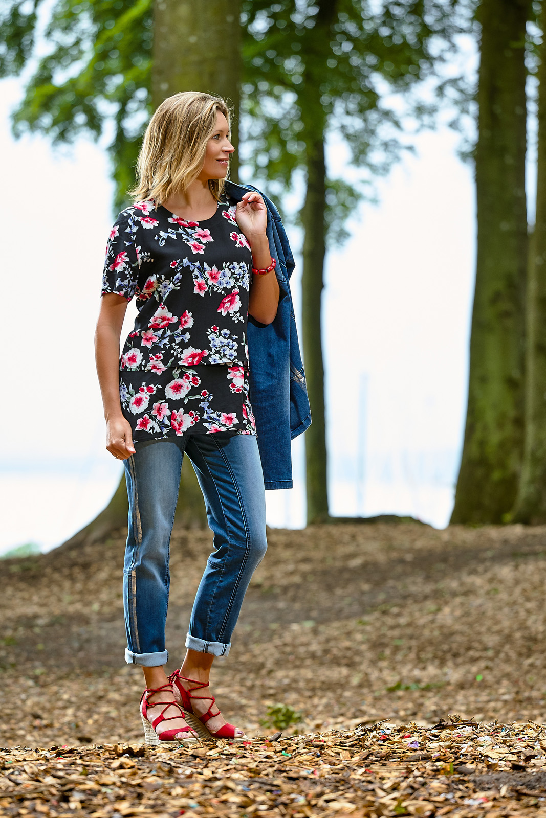 C8677 blouse – C5008 jeans – C3201 jacket